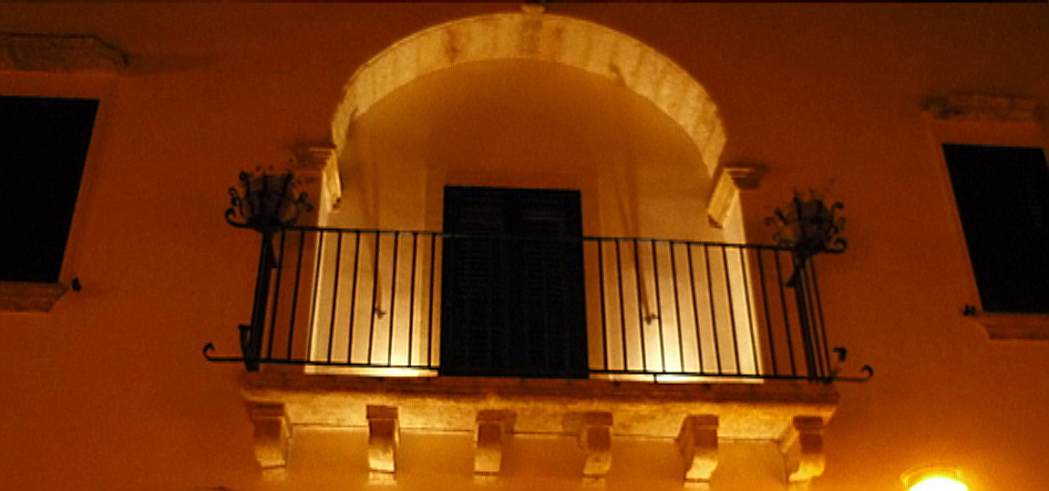Vista notturna della balconata...